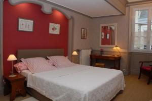 Hebergement_Beausoleil-chambre-fleurs_1